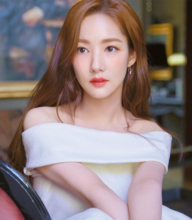 Han So Hee trẻ hơn 8 tuổi Park Min Young nhưng về gu thời trang thì có chắc là hơn không? - ảnh 1