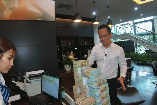 Tay sales Mẹc số 1 Việt Nam từng nhận 8 tỷ tiền mặt của LiLy Chen - mỹ nhân bị đồn yêu cùng 1 tỷ phú với Ngọc Trinh - ảnh 2