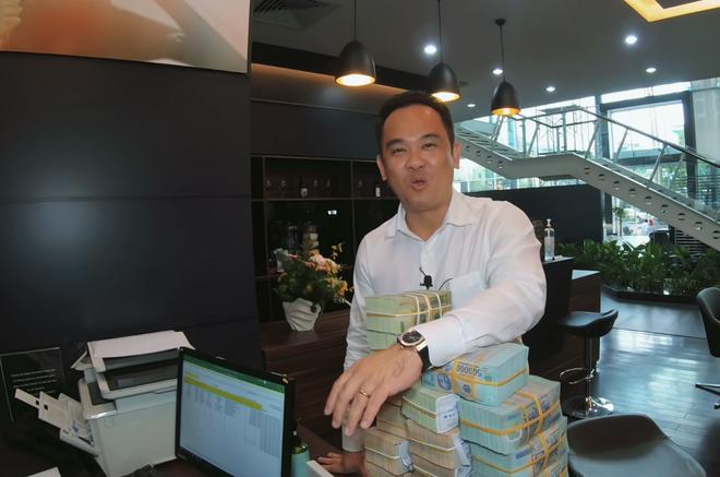 Tay sales Mẹc số 1 Việt Nam từng nhận 8 tỷ tiền mặt của LiLy Chen - mỹ nhân bị đồn yêu cùng 1 tỷ phú với Ngọc Trinh - ảnh 3