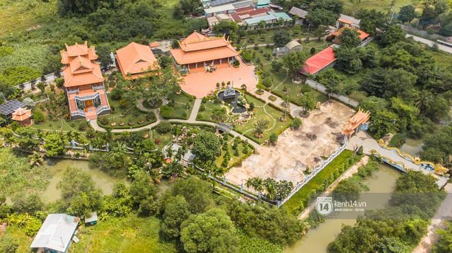 Toàn cảnh Nhà thờ Tổ 100 tỷ của NS Hoài Linh: Trải dài 7000m2, nội thất hoành tráng sơn son thiếp vàng, nuôi động vật quý hiếm - ảnh 4