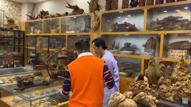 Giữa ồn ào Nhà thờ Tổ, NS Hoài Linh bị netizen soi lại BST trầm hương trị giá trăm tỷ toàn từ gỗ hiếm trong phòng riêng - ảnh 6