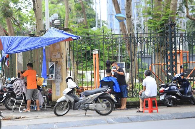 Dịch Covid-19 ngày 22/6: Thêm 47 ca mắc mới; Hà Nội cho phép mở lại tiệm cắt tóc, cà phê, quán ăn trong nhà - Ảnh 1.