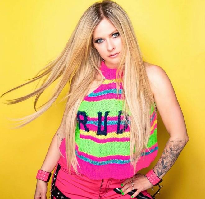 3,4 triệu người đang phát sốt vì clip của Avril Lavigne, nhan sắc sau 20 năm muốn lập kỷ lục hack tuổi thế giới hay gì? - ảnh 6