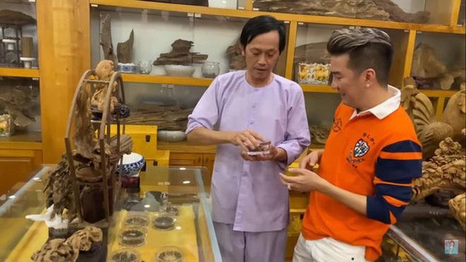 Giữa ồn ào Nhà thờ Tổ, NS Hoài Linh bị netizen soi lại BST trầm hương trị giá trăm tỷ toàn từ gỗ hiếm trong phòng riêng - ảnh 7