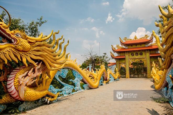 Toàn cảnh Nhà thờ Tổ 100 tỷ của NS Hoài Linh: Trải dài 7000m2, nội thất hoành tráng sơn son thiếp vàng, nuôi động vật quý hiếm - ảnh 7