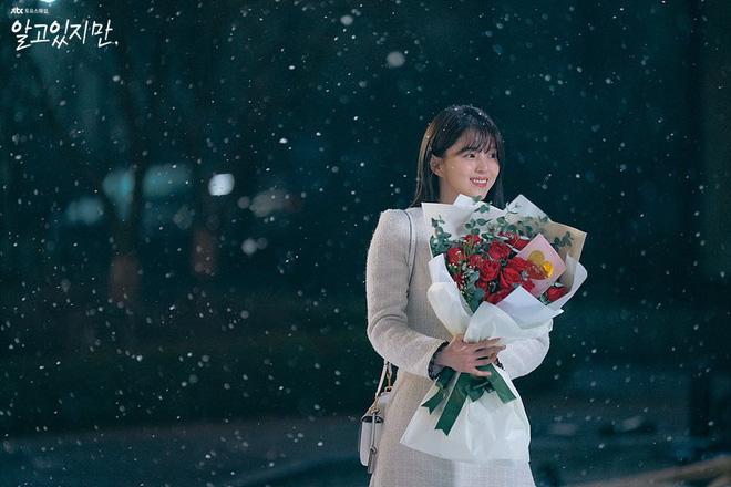 Bàng hoàng ngã ngửa vì bạn trai bệnh hoạn, Han So Hee được netizen khen nức nở ở Nevertheless - ảnh 2