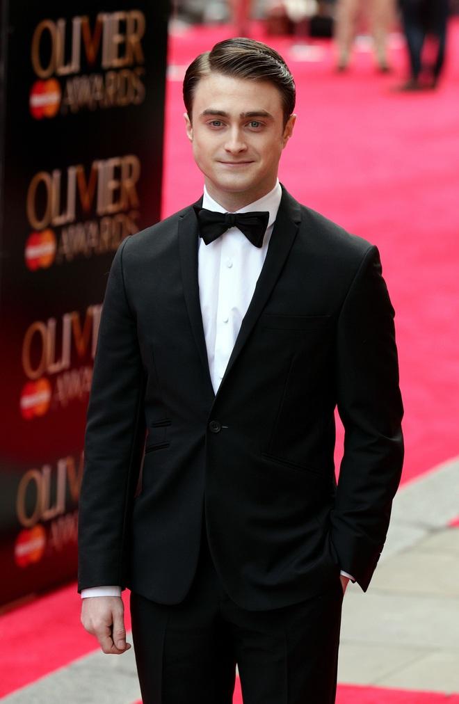 Harry Potter Daniel Radcliffe thành người thừa kế tài sản 2,5 nghìn tỷ, vừa bán nhà 46 tỷ cho bố mẹ vì có âm mưu? - ảnh 1