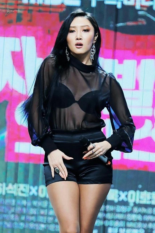 Idol Kpop nhảy tưng tưng mà vòng 1 không... xổ ra ngoài, muốn biết bí quyết là gì thì bạn click vào mà xem - ảnh 2