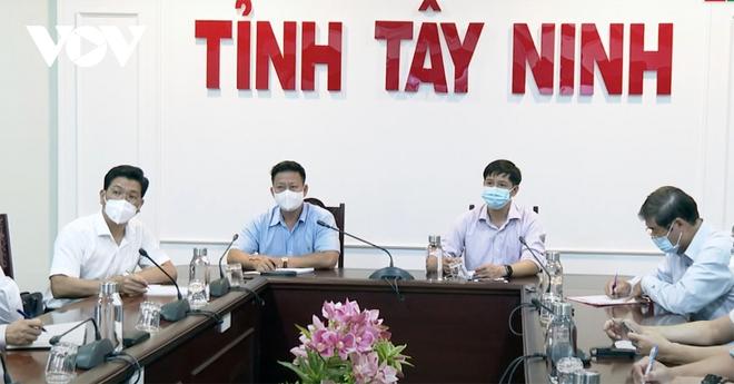 Tây Ninh họp khẩn vì có 3 bệnh nhân nghi mắc Covid-19 trong cộng đồng - ảnh 2