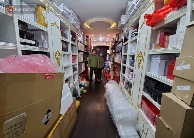 Đột kích cửa hàng ở phố cổ Hà Nội, thu giữ hàng nghìn chai nước hoa Gucci, Dolce & Gabbana, Good Girl... không rõ nguồn gốc - ảnh 3