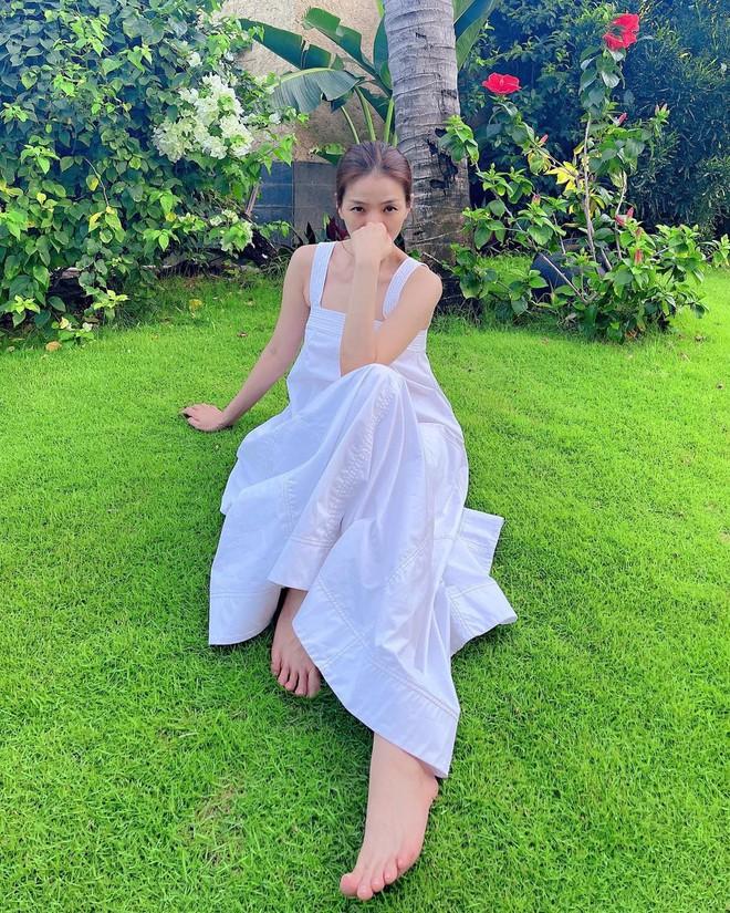 """Hà Hồ - Lệ Quyên """"đại chiến"""" váy Zara siêu dễ mặc, lại đang được sale chị em mua theo ngon ơ - ảnh 3"""