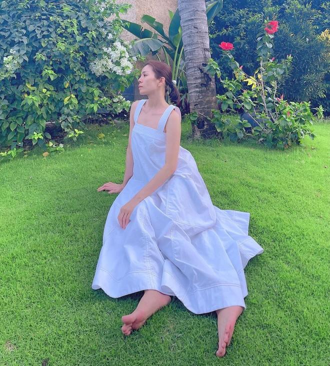 """Hà Hồ - Lệ Quyên """"đại chiến"""" váy Zara siêu dễ mặc, lại đang được sale chị em mua theo ngon ơ - ảnh 4"""