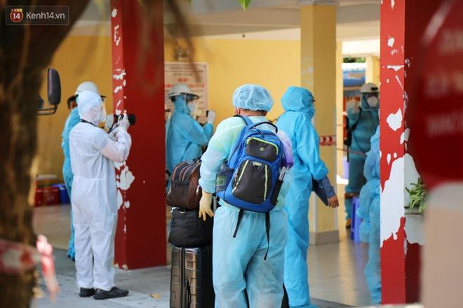 Chuyện chú Tám Sang bỏ tiền túi hàng trăm triệu đồng để cùng biệt đội khử khuẩn đi diệt Covid-19 khắp Sài Gòn - Ảnh 11.