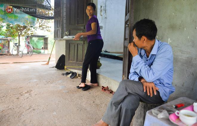 Nước mắt những công nhân thu gom rác bị nợ lương ở Hà Nội: Con nhỏ nghỉ học vì xấu hổ, người bị cụt chân mò mẫm trong rác - Ảnh 26.
