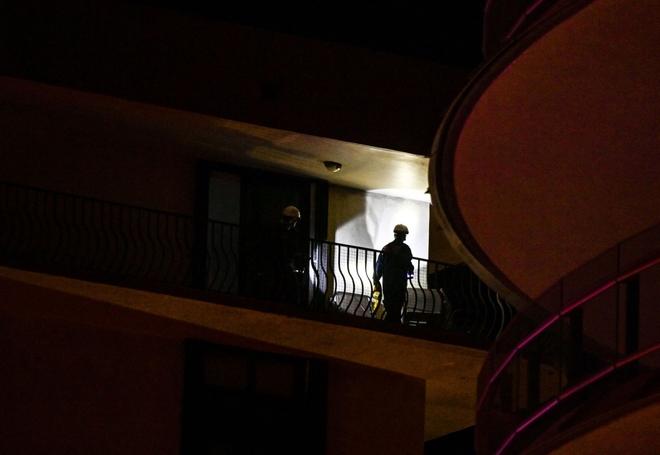Hiện trường đổ nát vụ sập chung cư kinh hoàng ở Miami (Mỹ) - ảnh 13