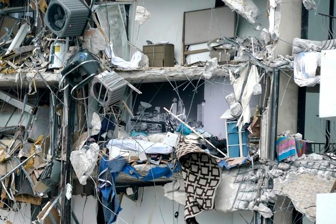 Hiện trường đổ nát vụ sập chung cư kinh hoàng ở Miami (Mỹ) - ảnh 16
