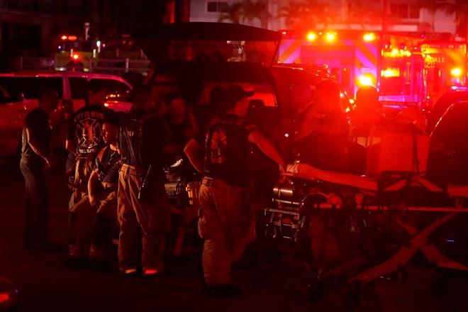 Hiện trường đổ nát vụ sập chung cư kinh hoàng ở Miami (Mỹ) - ảnh 19