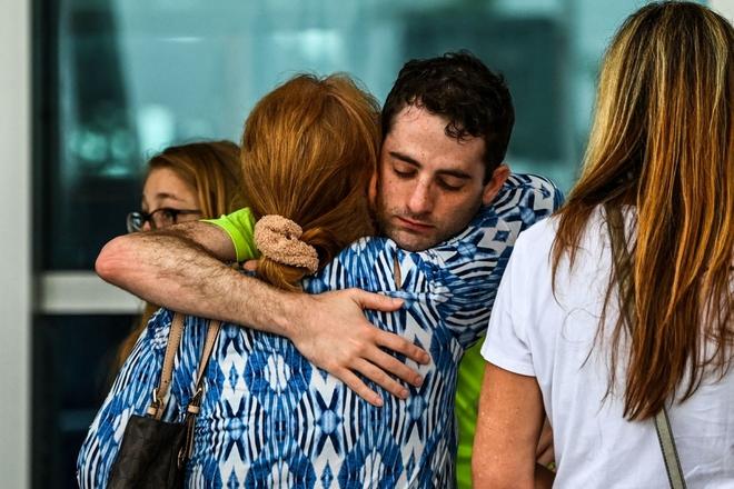 Hiện trường đổ nát vụ sập chung cư kinh hoàng ở Miami (Mỹ) - ảnh 5