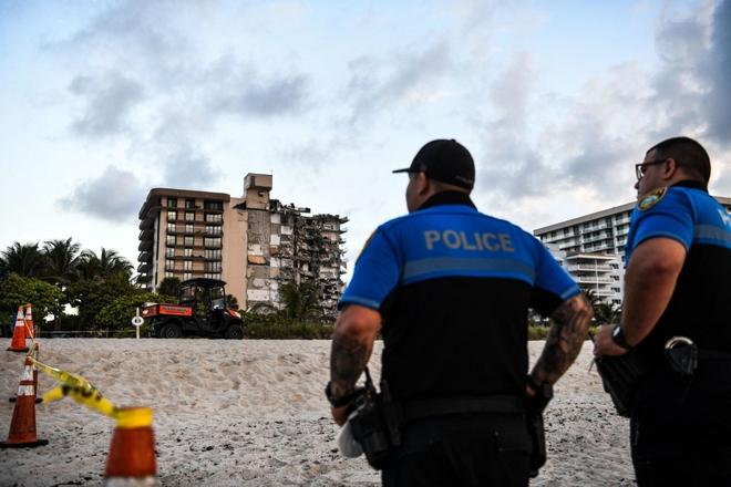 Hiện trường đổ nát vụ sập chung cư kinh hoàng ở Miami (Mỹ) - ảnh 9