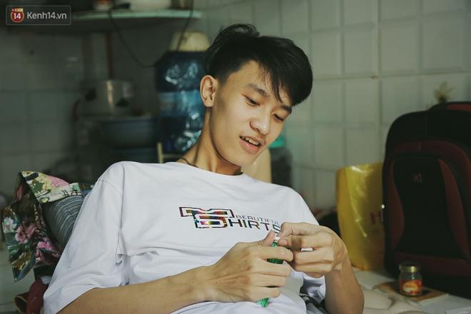 Cậu học sinh trường chuyên bị ung thư khi sắp tốt nghiệp lớp 12, cha nén nước mắt đưa con vào Sài Gòn tìm cơ hội chữa trị - Ảnh 7.