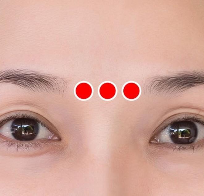 Bài tập 1 phút của người Nhật để ngăn ngừa và loại bỏ nếp nhăn quanh mắt cực hiệu quả - ảnh 5