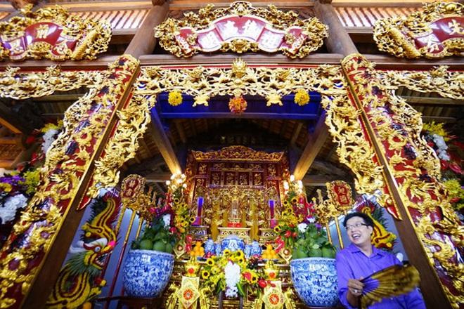 """Về thăm """"Đền thờ Tổ nghiệp"""" của NS Hoài Linh sau loạt lùm xùm từ thiện: Camera bố trí dày đặc, hàng xóm kể """"không bao giờ thấy mặt"""" - Ảnh 1."""