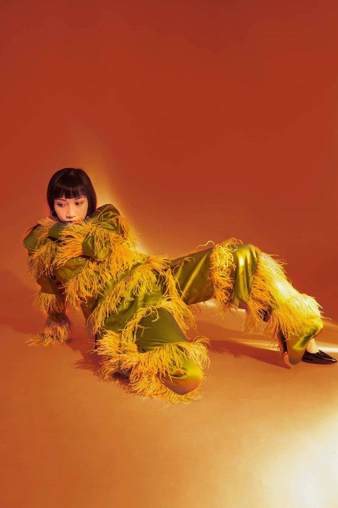 """Hết khoe vòng 3 lại """"thả rông"""" vòng 1, cứ với cái đà này, con gái Mỹ Linh sẽ trở thành fashion icon nổi loạn cho mà xem! - Ảnh 3."""
