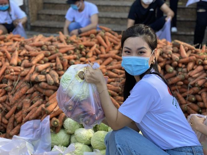 """Xuân Bắc chốt 5000 đơn với 85 tấn hàng, """"chị Nguyệt thảo mai"""" và dàn sao Vbiz nao nức nhập cuộc livestream giải cứu nông sản mùa dịch - Ảnh 11."""