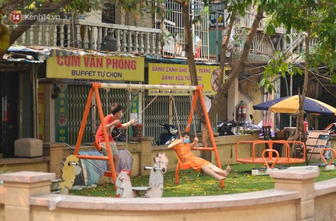 Hà Nội: Phong toả hàng loạt máy tập thể dục ngoài trời, khu vui chơi trẻ em để phòng dịch Covid-19 - ảnh 12