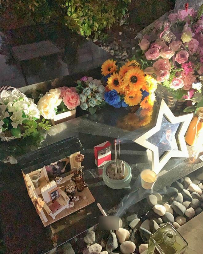 Sao Hàn thăm mộ tài tử Bản Tình Ca Mùa Đông: Bạn thân So Ji Sub có lời trách cứ xót xa, Jaejoong tiếc nuối đàn anh suốt cuộc đời - Ảnh 3.