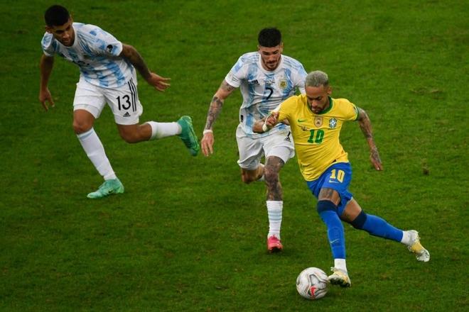 Dẫn dắt Argentina vô địch Nam Mỹ, giờ thì Messi không còn phải cúi đầu hổ thẹn trước Ronaldo về danh hiệu với đội tuyển - Ảnh 4.