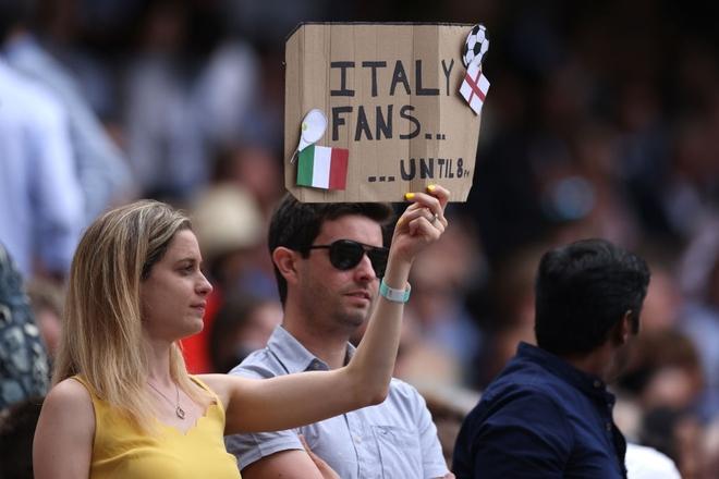 Fan hâm mộ quẩy banh nóc trước thềm trận chung kết Euro, không khí lễ hội tràn ngập trên khắp các con phố - Ảnh 14.