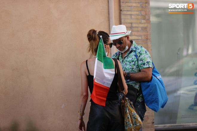 Fan hâm mộ quẩy banh nóc trước thềm trận chung kết Euro, không khí lễ hội tràn ngập trên khắp các con phố - Ảnh 18.