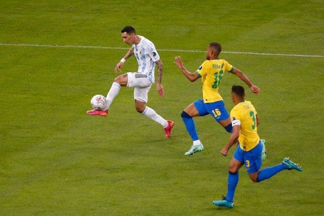 Dẫn dắt Argentina vô địch Nam Mỹ, giờ thì Messi không còn phải cúi đầu hổ thẹn trước Ronaldo về danh hiệu với đội tuyển - Ảnh 8.