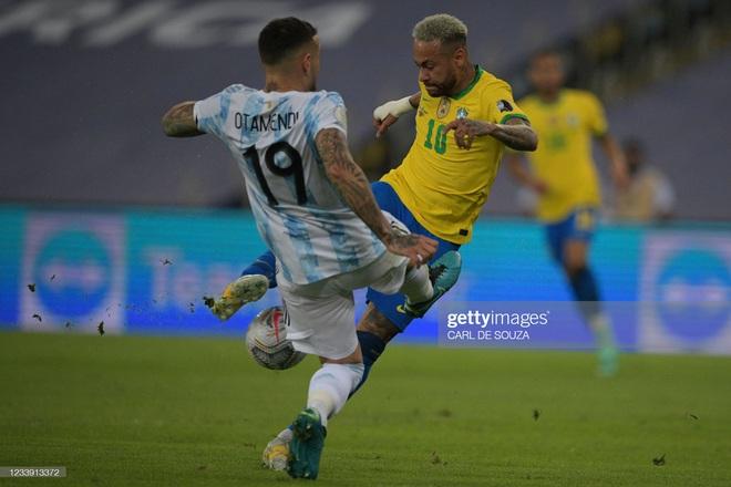 Dẫn dắt Argentina vô địch Nam Mỹ, giờ thì Messi không còn phải cúi đầu hổ thẹn trước Ronaldo về danh hiệu với đội tuyển - Ảnh 10.