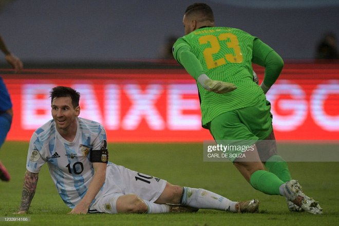 Dẫn dắt Argentina vô địch Nam Mỹ, giờ thì Messi không còn phải cúi đầu hổ thẹn trước Ronaldo về danh hiệu với đội tuyển - Ảnh 3.