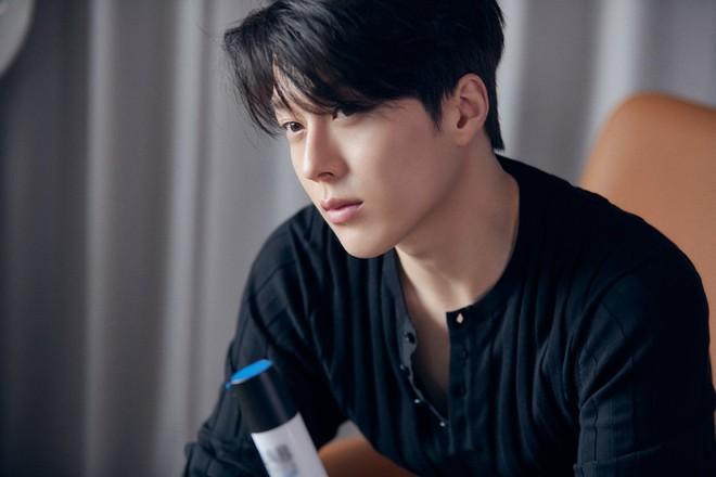 """Nam thần điện ảnh mới đến từ YG Jang Ki Yong: Na ná Hyun Bin, trùng hợp sắp """"yêu"""" Song Hye Kyo, nghi chen vào cặp đôi Reply 1988 - Ảnh 6."""