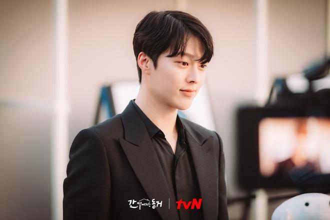 """Nam thần điện ảnh mới đến từ YG Jang Ki Yong: Na ná Hyun Bin, trùng hợp sắp """"yêu"""" Song Hye Kyo, nghi chen vào cặp đôi Reply 1988 - Ảnh 9."""