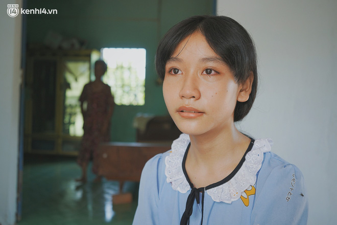 Mẹ bỏ đi, nữ sinh 14 tuổi khóc cạn nước mắt, cầu xin một cơ hội để cứu lấy người cha mắc bệnh hiểm nghèo - Ảnh 1.