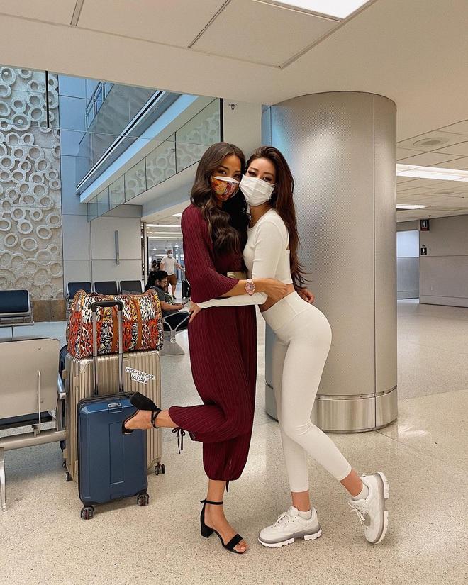 Góc tiết kiệm mùa dịch: Jennie đi chơi diện lại đồ cũ từ năm ngoái, Khánh Vân diện hoài đôi sneaker từ lúc đi thi tới lúc hết cách ly - Ảnh 5.