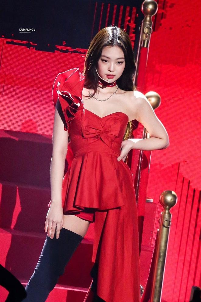 Sáng tạo như Jennie: Hết dùng dây gói quà làm cột tóc, thắt lưng, choker, giờ nàng lại có trò mới gì nữa? - Ảnh 6.