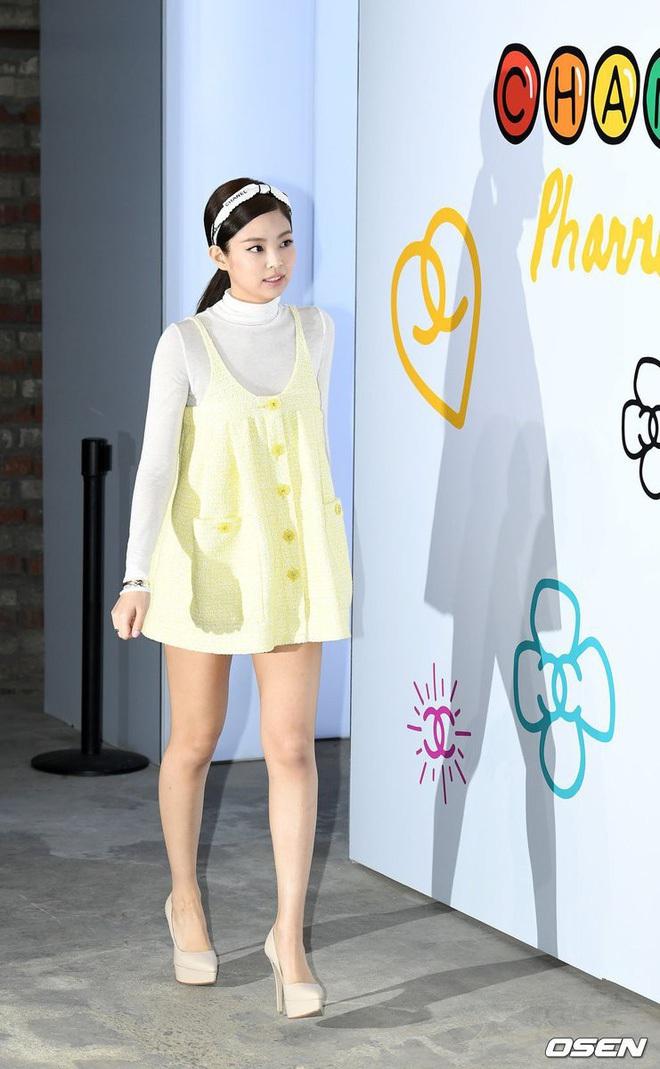 """Nghiện mặc váy⁄áo babydoll, Jennie cũng tới ngày """"đụng độ"""" với tiền bối đình đám - Ảnh 1."""