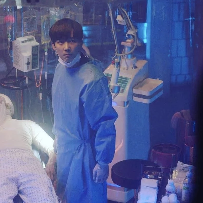 4 soái ca ngành y gây sốt phim Hàn: Vừa đẹp người lại tốt nết thì không ai qua được Đức Phật Hospital Playlist - ảnh 2
