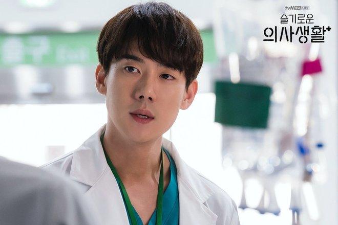 4 soái ca ngành y gây sốt phim Hàn: Vừa đẹp người lại tốt nết thì không ai qua được Đức Phật Hospital Playlist - ảnh 8