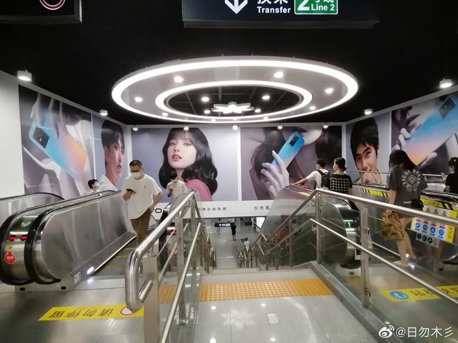 Choáng ngợp với hình ảnh của Lisa (BLACKPINK) phủ sóng khắp mọi nơi tại Trung Quốc - ảnh 12