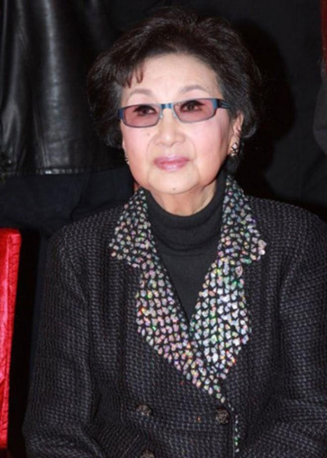 Nguyên mẫu Tiểu Long Nữ ngoài đời thật - nàng thơ của Kim Dung với nhan sắc rung động lòng người và mối tình đơn phương mãi tiếc nuối - ảnh 12