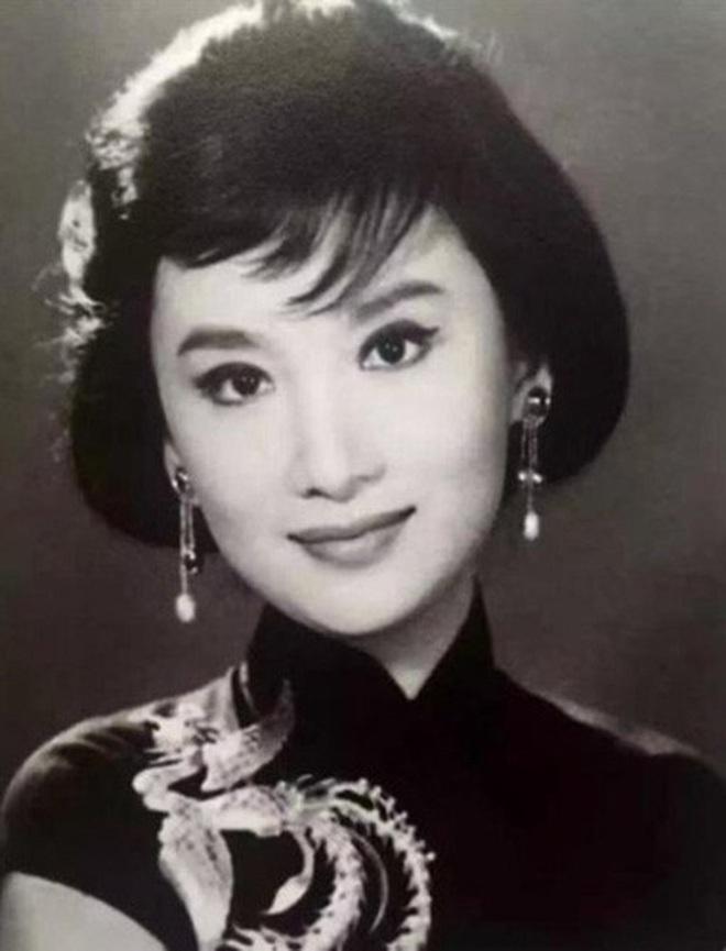 Nguyên mẫu Tiểu Long Nữ ngoài đời thật - nàng thơ của Kim Dung với nhan sắc rung động lòng người và mối tình đơn phương mãi tiếc nuối - ảnh 5