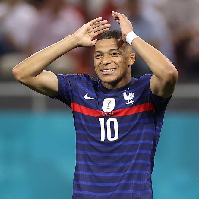 Top 5 cầu thủ hot nhất hành tinh, màn đọ sức gay cấn không khác gì trên sân cỏ, ngoài Ronaldo, Messi... còn ai nữa? - Ảnh 1.