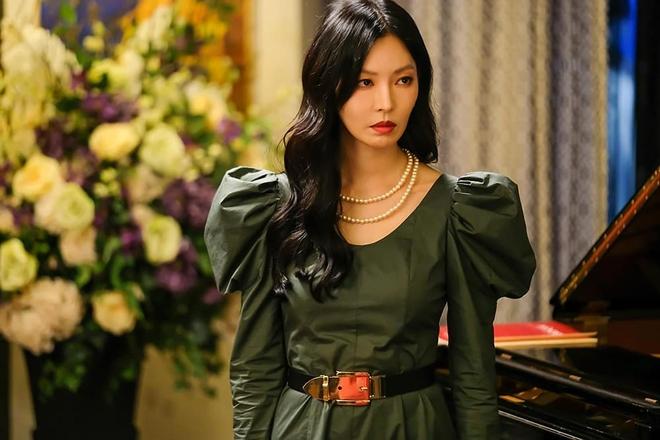"""4 phim Hàn có gu thời trang đỉnh cao nhất mọi thời đại: Hội Penthouse còn thua xa """"chịu Nguyệt"""" IU - Ảnh 28."""