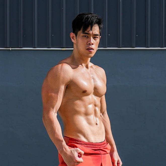 """Từng nổi toàn mạng châu Á vì bức ảnh chụp trộm vu vơ ngoài chợ, """"hot boy bán sầu riêng"""" 6 múi năm nào giờ có cuộc sống đổi đời ra sao? - Ảnh 8."""